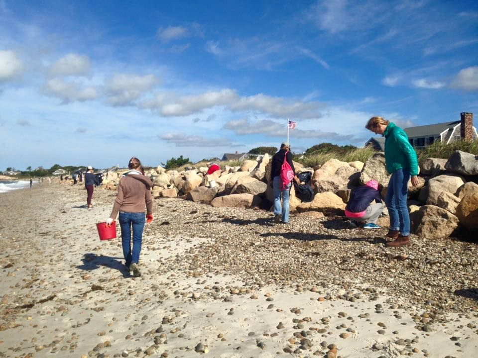 racing-beach-cleanup-photo-2